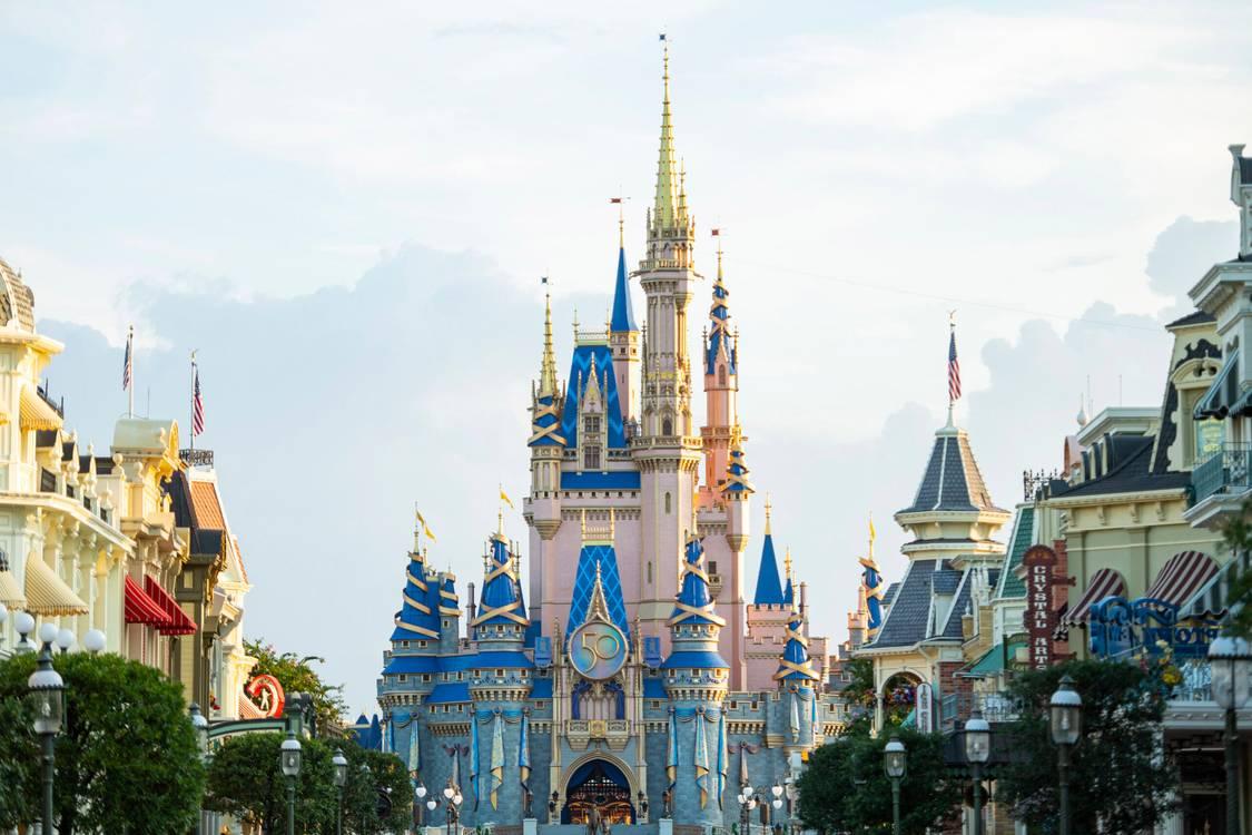 CDC recomenda uso de máscaras para vacinados na Disneyland e Walt Disney World