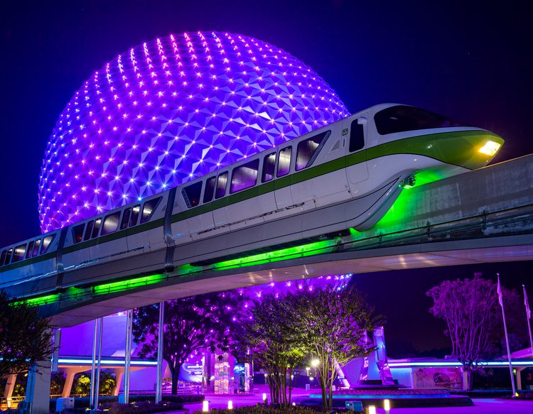 Monotrilhos da Disney ganham iluminação especial