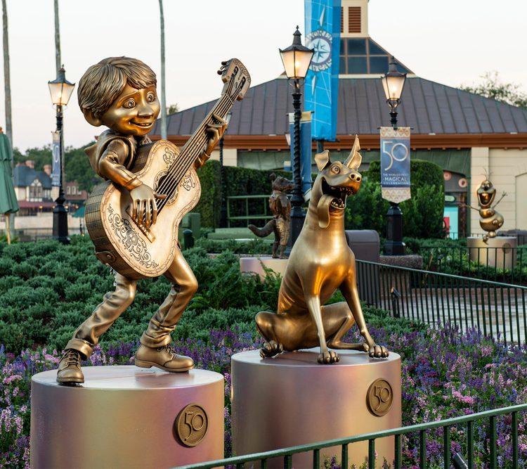 """EPCOT recebe estátuas da coleção """"Disney Fab 50"""""""